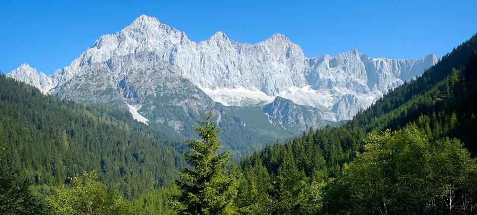 Ausblick auf das Dachstein Massiv - Ferienwohnung Montanara