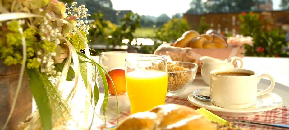 Frühstück auf der Terrasse-Apartment Montanara Ramsau am Dachstein